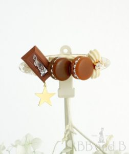 Macaron Deuce in Mocha and Chocolate Bar Seashell Hair Clip