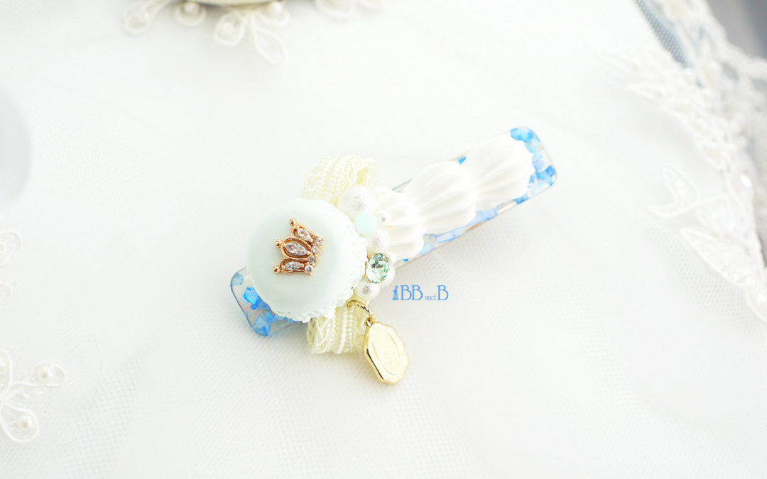 Crushed Blue Seashell Hair Clip with Crowned Mint Mini Macaron